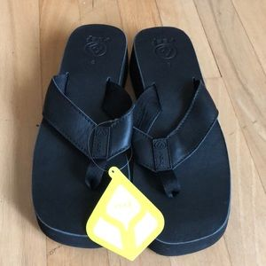NWT Reef Butter sandal in black size 9